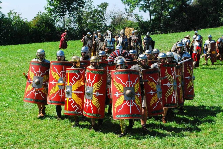 Mächtige Legionäre in Formation gab&#8...Römerfest in Kaiseraugst zu bestaunen.  | Foto: Thomas Loisl Mink