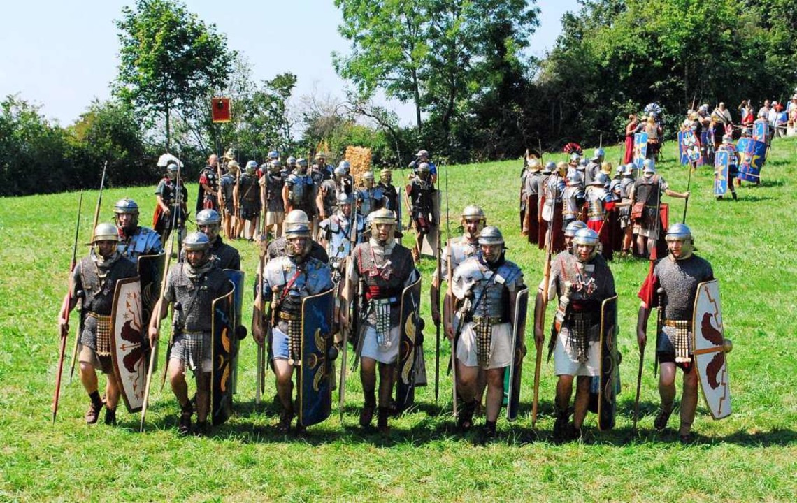 Römische Legionäre proben den Kampf.  | Foto: Thomas Loisl Mink