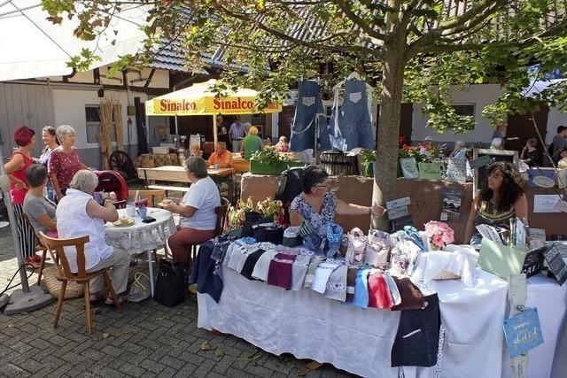 Hofmarkt in idyllischem Hof