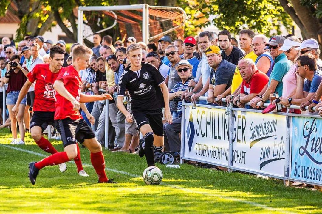 Stell dir vor, es ist Derby, und alle ...im Brändle (Mitte) und Marco Anlicker.  | Foto: Sebastian Sternemann