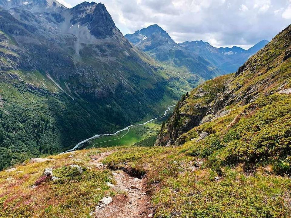 Die Wanderer genossen auf der Tour her...cke, wie hier am Val Bever im Engadin.  | Foto: Helmut Schlitter