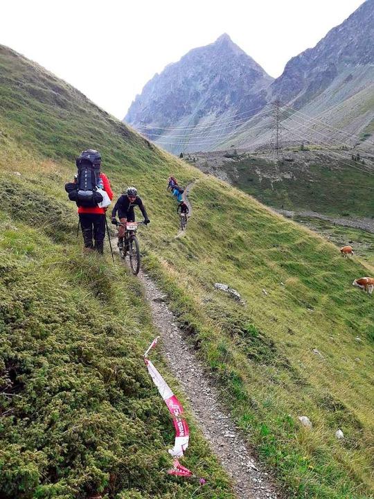 Auf der Strecke zur Lenzerheide gab es eine Begegnung mit Radlern.  | Foto: Helmut Schlitter
