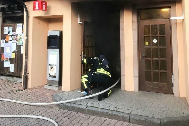 Toilettenhäuschen am Schladererplatz brennt