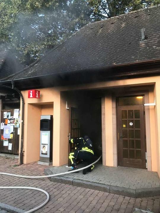 Die Feuerwehr löschte den Brand in der Toilettenanlage.  | Foto: Freiwillige Feuerwehr