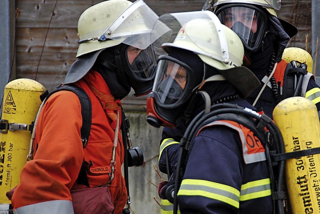 Auf ihre Atemschutzgeräte müssen sich Feuerwehrleute verlassen können.  | Foto: Helmut Seller