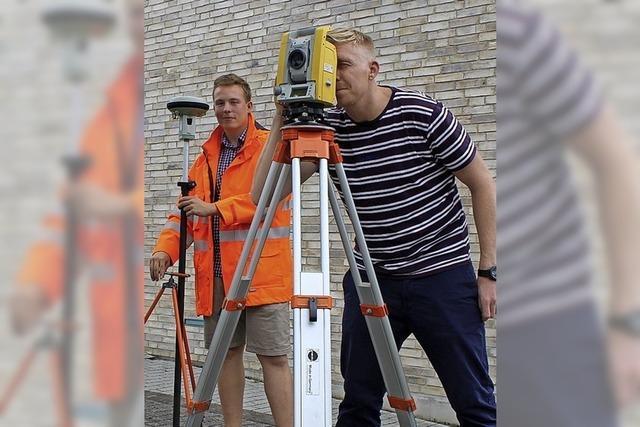 Mit Tachymeter, Nivelliergerät und GPS-Hilfe