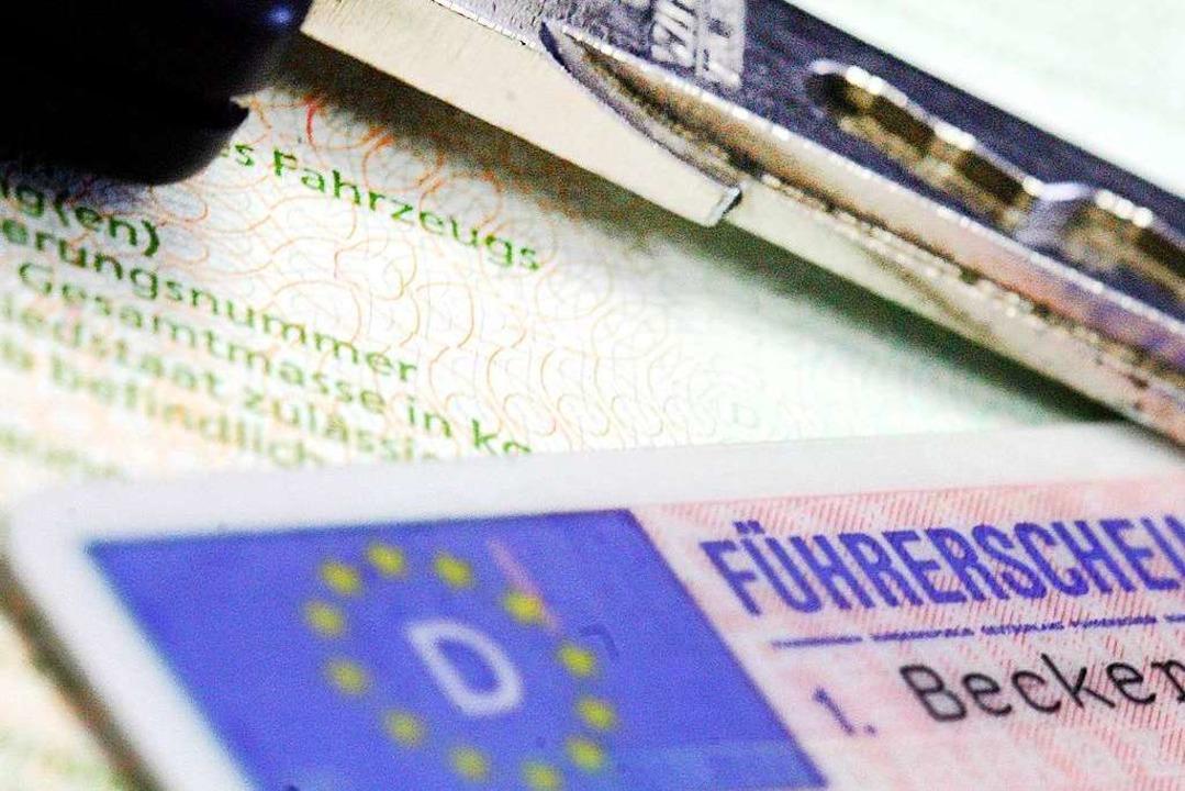 Der 70-Jährige muss seinen Führerschein vorläufig abgebene (Symbolbild).  | Foto: Marius Becker