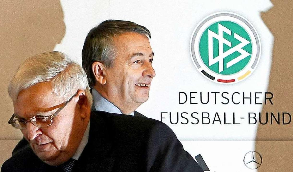 Theo Zwanziger (links) und Wolfgang Ni...äsidenten des Deutschen Fußball-Bundes  | Foto: Fredrik von Erichsen (dpa)