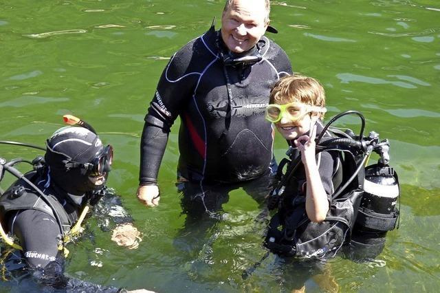 Kinder tauchen ab im Badesee