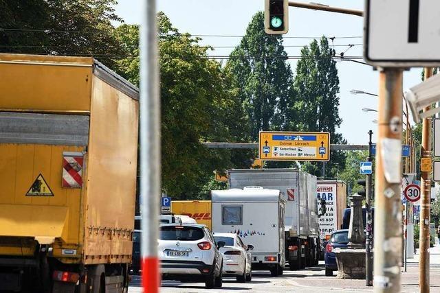 Verursachen Ampelschaltungen Stau auf der B31 in Freiburg?