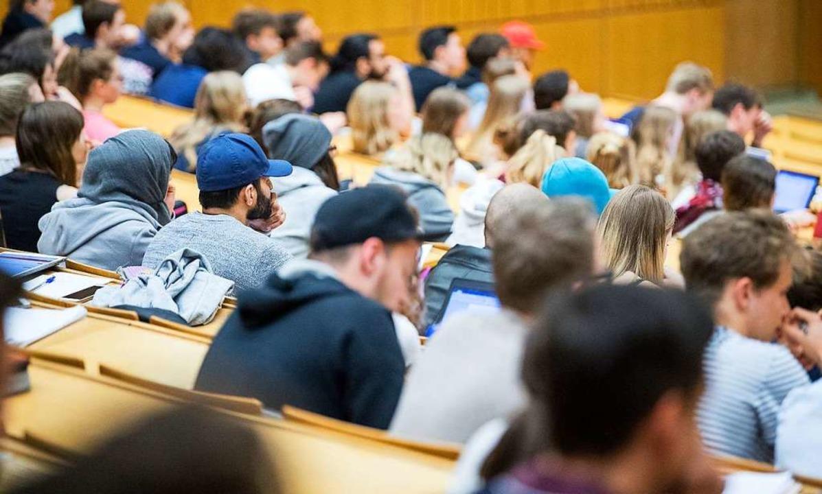 Immer mehr Studenten verursachen auch immer höhere Kosten    Foto: Sebastian Gollnow (dpa)