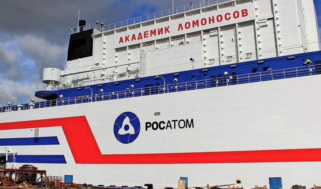 Das schwimmende Akw am Hafen von Murmansk   | Foto: Claudia Thaler (dpa)