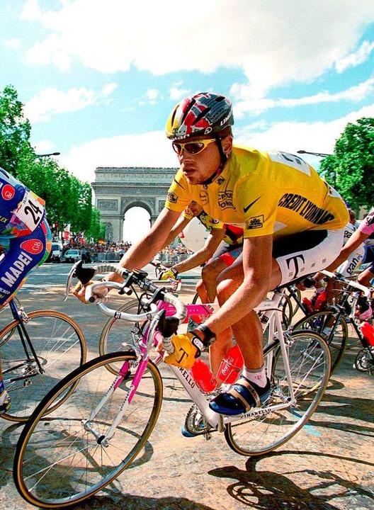 So liebten ihn die Deutschen: Jan Ullr...en Trikot bei der Tour de France 1997.  | Foto: Gero Breloer