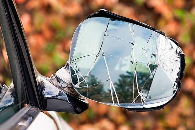 Autospiegel in Inzlingen abgefahren – Unfallverursacher gesucht