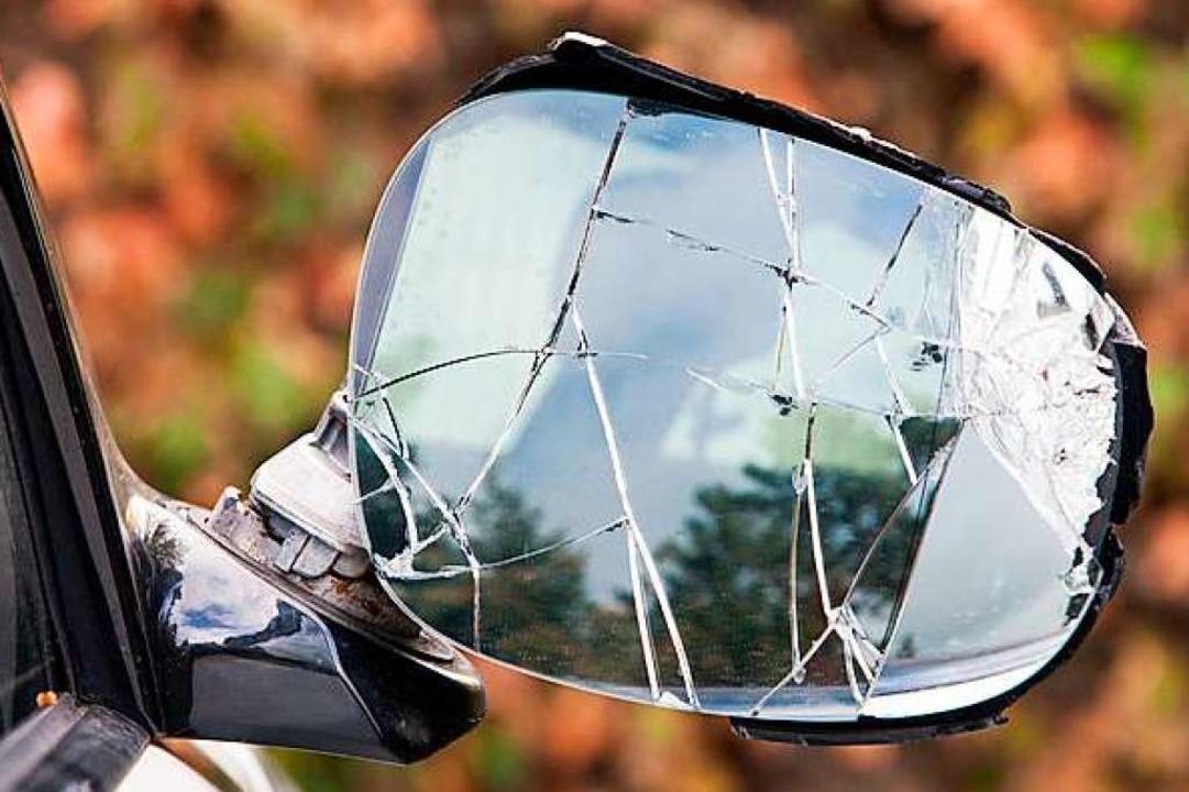 Ein Außenspiegel wurde bei einem Unfall in Inzlingen abgefahren (Symbolbild).  | Foto: S. Engels - Fotolia