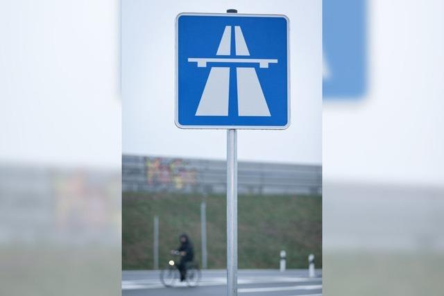 Laptop und Wasserpfeife: An Autobahnen passieren schräge Dinge