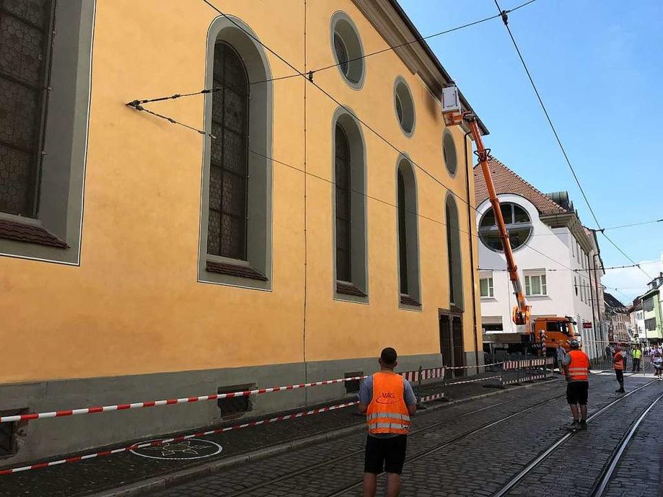 Das Gesims des Augustinermuseums wird ...aben und auf die Straße gefallen sind.  | Foto: Bernhard Amelung