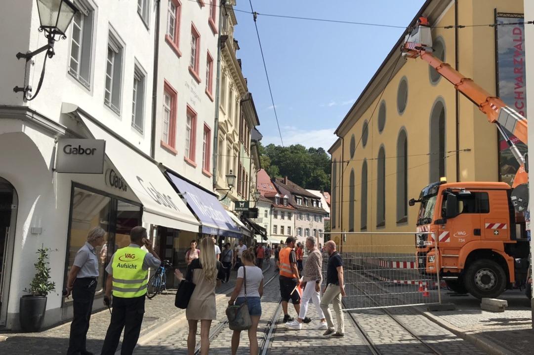 Während der Bauarbeiten wurde ein Teil der Salzstraße für Fußgänger gesperrt.  | Foto: Bernhard Amelung