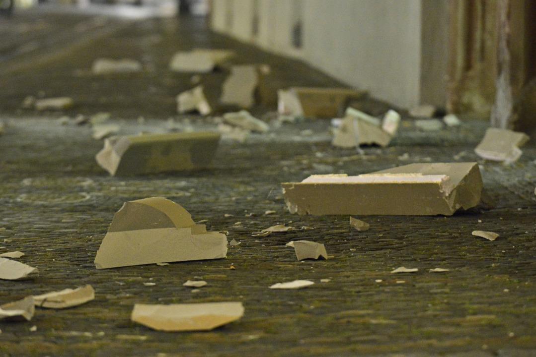 Das etwa vier Meter lange und 10 bis 1...es in viele einzelne Teile zerborsten.  | Foto: Michael Bamberger
