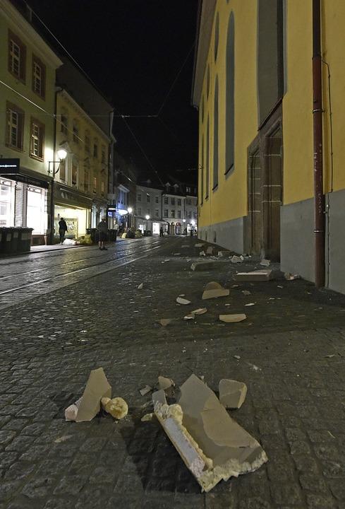 Das hätte böse enden können: Aus 14 Me...n Bürgersteig der Salzstraße gekracht.  | Foto: Michael Bamberger