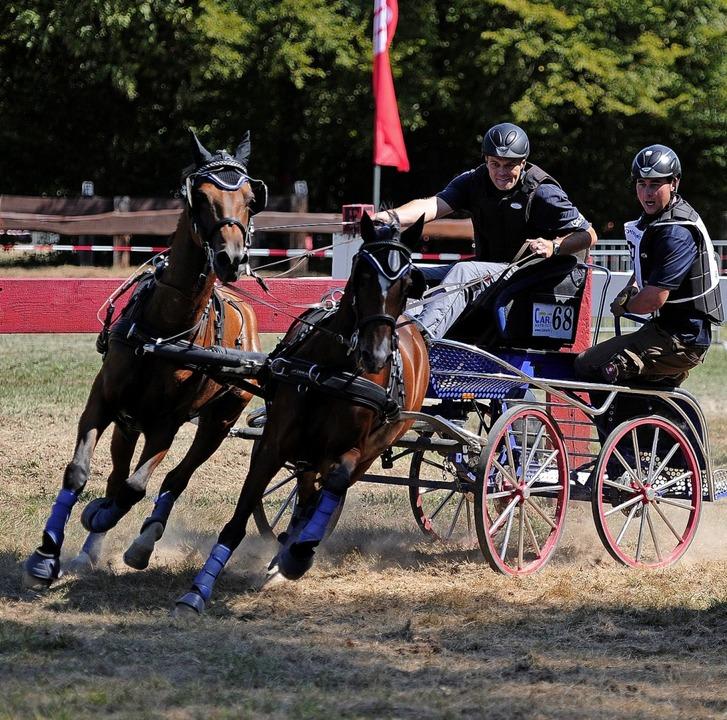 Das Team  Faigä in Aktion:  Fabian Gän...em Bock, Philipp Faißt als Beifahrer.     Foto: Bettina Schaller