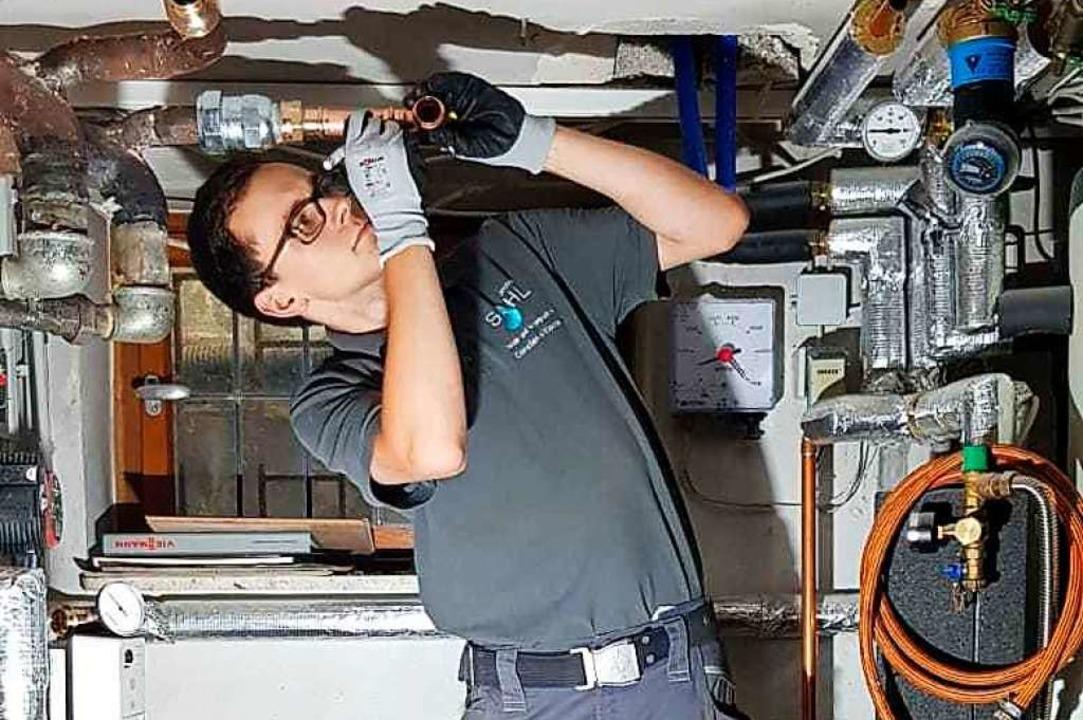 Constantin Klocke, angehender Anlagenm...ngs- und Klimatechnik, bei der Arbeit.  | Foto: Privat
