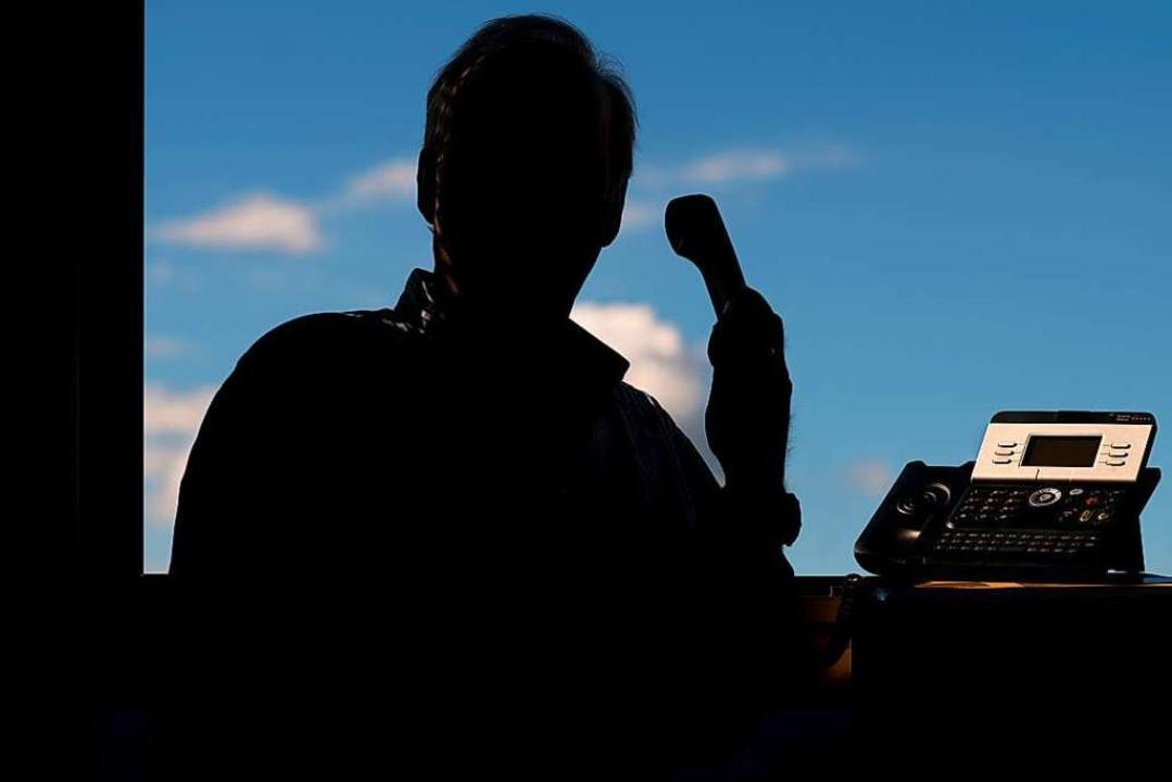 Bei dubiosen Anrufen empfiehlt die Pol...nanziellen Verhältnissen preiszugeben.  | Foto: Julian Stratenschulte