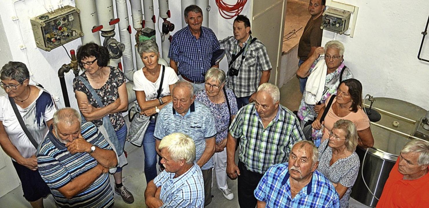 Aufmerksam hörte die Gruppe aus Häg-Eh...zu, der erklärte, wie Bier entsteht .   | Foto: Karl-Heinz Rümmele