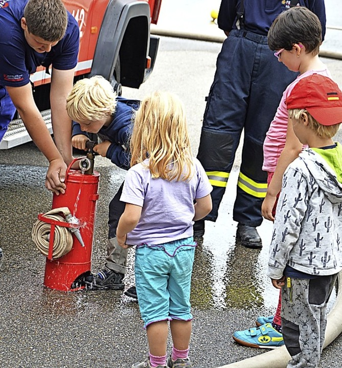 <BZ-FotoAnlauf>Ferienprogramm: </BZ-Fo...nder bei der Häg-Ehrsberger  Feuerwehr  | Foto: Karl-Heinz Rümmele