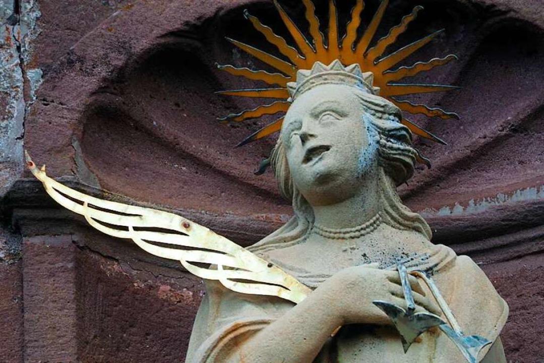 Skulptur über dem Eingang an der Ursula-Kapelle  in St. Peter    Foto: Markus Donner