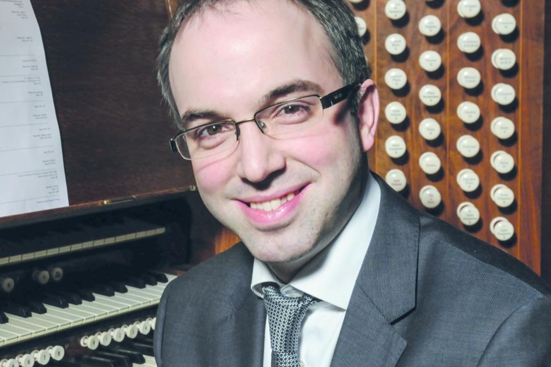 Der britische Organist Simon Johnson b...tionalen Orgelkonzerte St. Peter 2019.  | Foto: Veranstalterbild