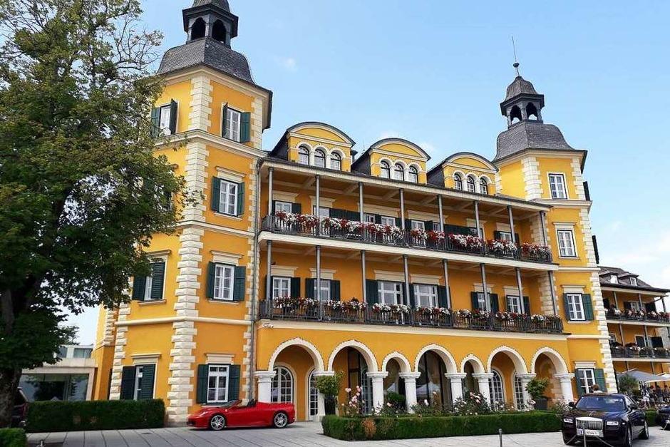 Das Foto zeigt den Eingang ins Paradies in Velden. Eingangsbereich ins Schlosshotel am Wörthersee. (Foto: Franz Rinderle)