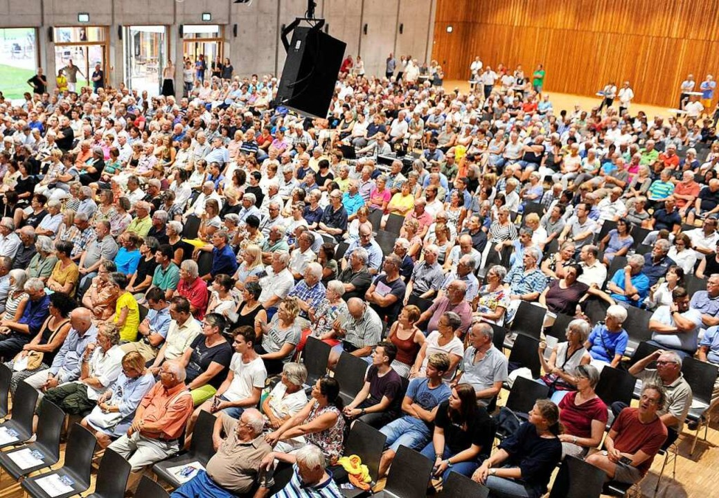 Groß war das Interesse an der ersten V...didaten für dir Oberbürgermeisterwahl.  | Foto: Endrik Baublies