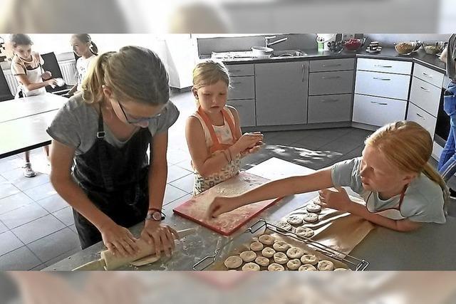 Brötchen, Müsli und feine Torten