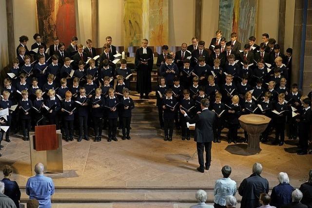 Stuttgarter Hymnus-Chorknaben singen im Sonntagsgottesdienst in der Stadtkirche