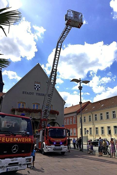 Die freiwillige Feuerwehr freut sich über ihre neue Drehleiter.  | Foto: Ina Schulze