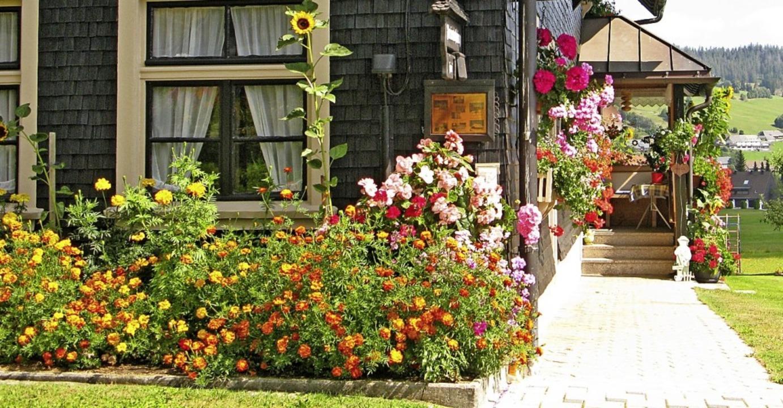 Auch heute noch ist reicher Blumenschmuck in Bernau zu sehen.  | Foto: Ulrike Spiegelhalter