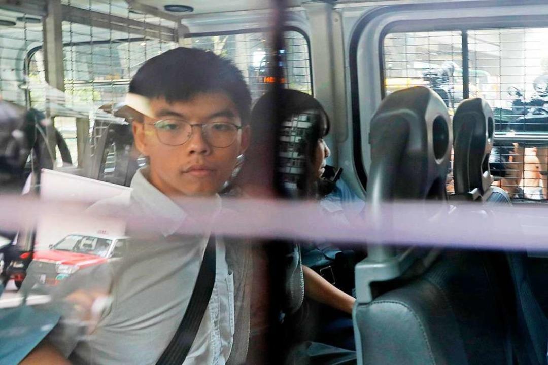 Aktivist Joshua Wong am Freitag nach seiner Festnahme   | Foto: Kin Cheung (dpa)