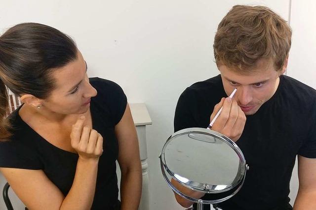 Selbstversuch: Was passiert, wenn Männer sich schminken?