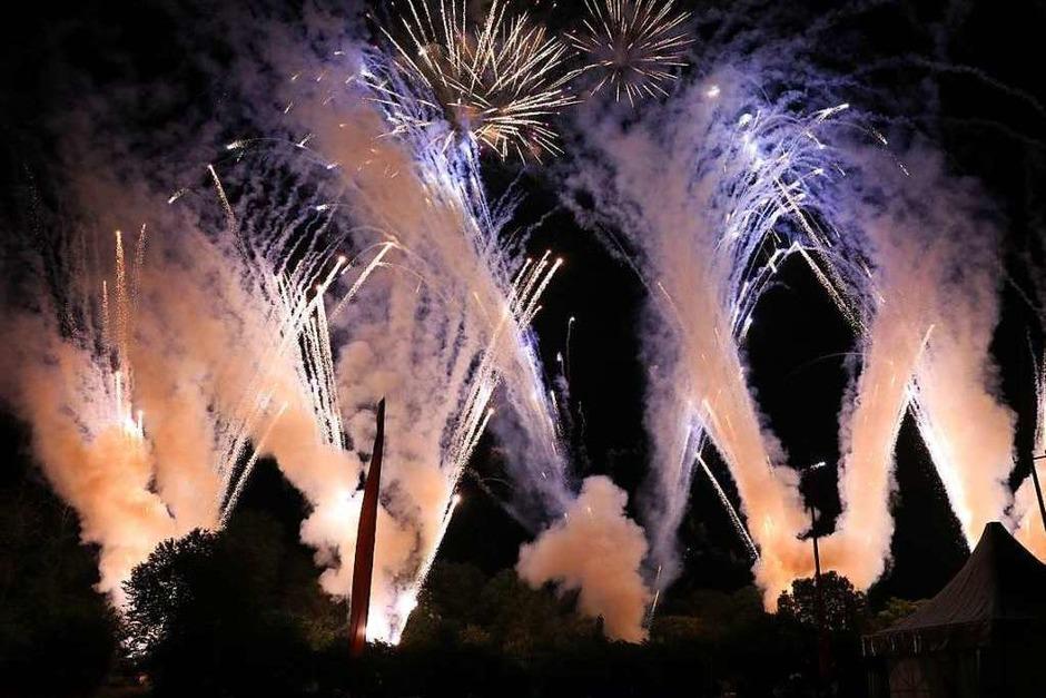 """Bunte und fröhliche Abende mit Knalleffekt gab es für die Besucher des Festivals """"Flammende Sterne"""". (Foto: OLIVER WELTI)"""