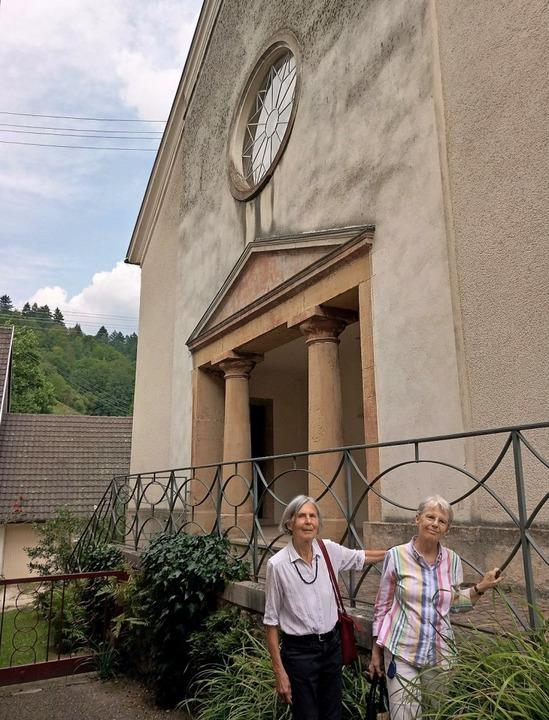 Sie berichten über jüdisches Leben in ...ylle Höschele, hier vor der Synagoge.   | Foto: Katja Russhardt