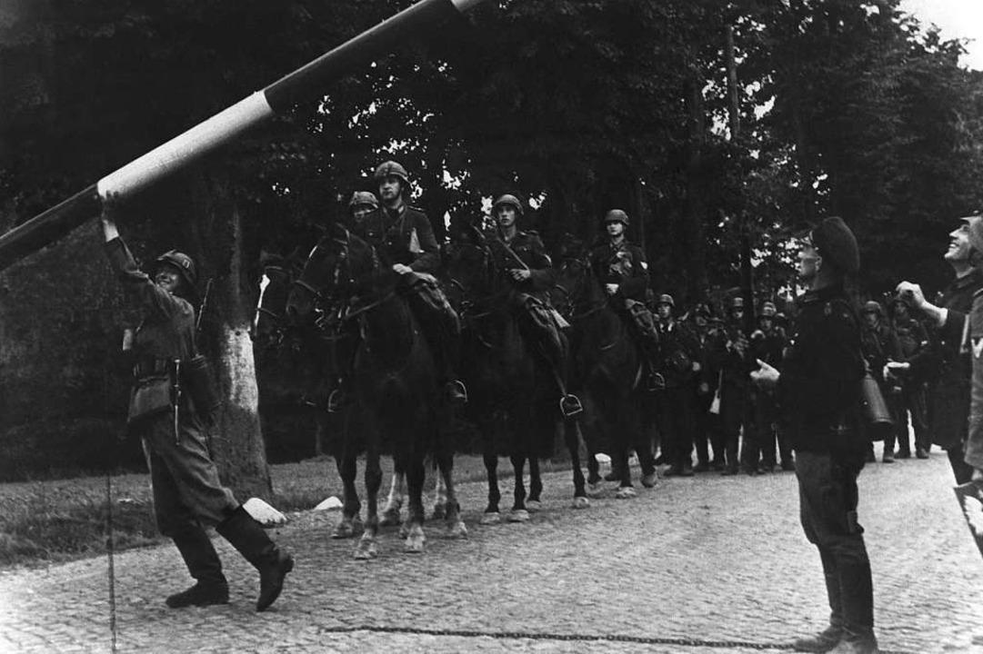 Beim Einmarsch deutscher Truppen in Po...n Zoll-Grenze von Zoppot nach Gdingen.  | Foto: dpa (dpa)