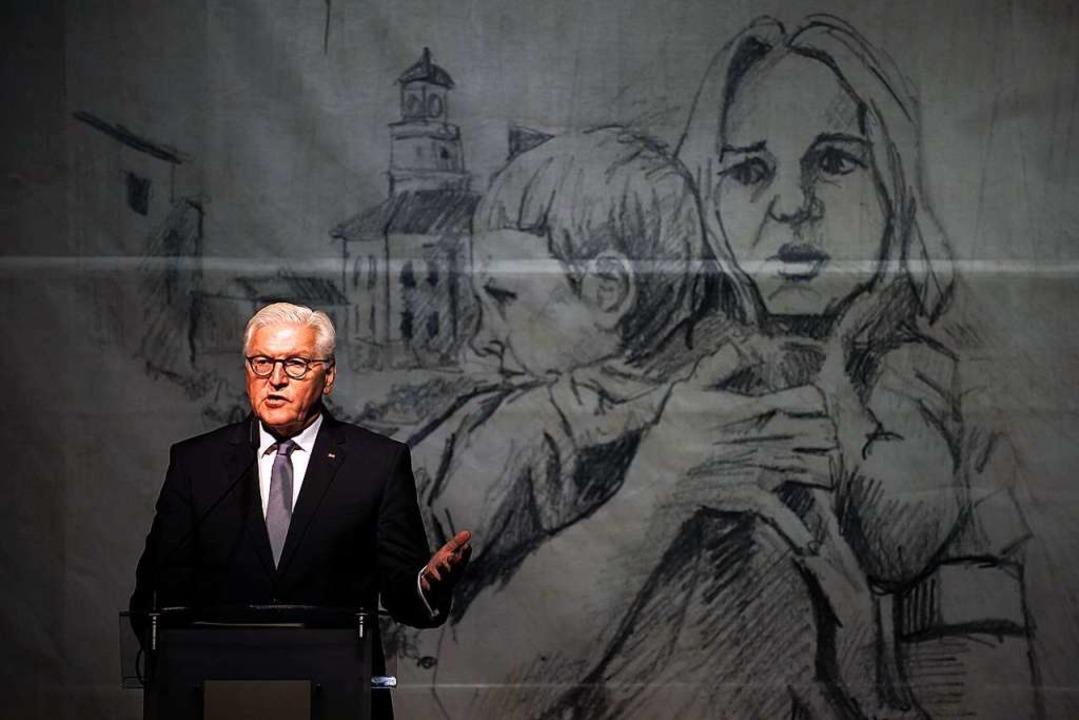 Bundespräsident Frank-Walter Steinmeie...angegriffen und größtenteils zerstört.    Foto: Bernd von Jutrczenka (dpa)