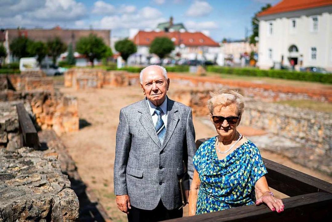 Die Zeitzeugen Zofia Burchacinska und ...einer Kirche in der Kleinstadt Wielun.    Foto: Kay Nietfeld (dpa)