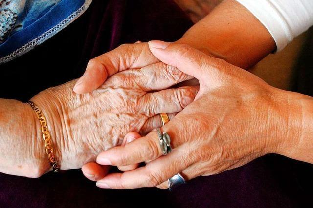 Viele Menschen interessieren sich für den Neubau des Pflegeheims