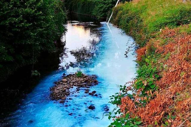 Weiße Flüssigkeit im Gewerbekanal fließt bis in die Elz – laut erster Analyse ungiftig