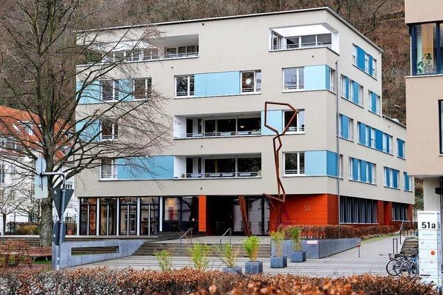 Unbekannter Mann greift Hundehalter in Freiburg mit Gegenstand an