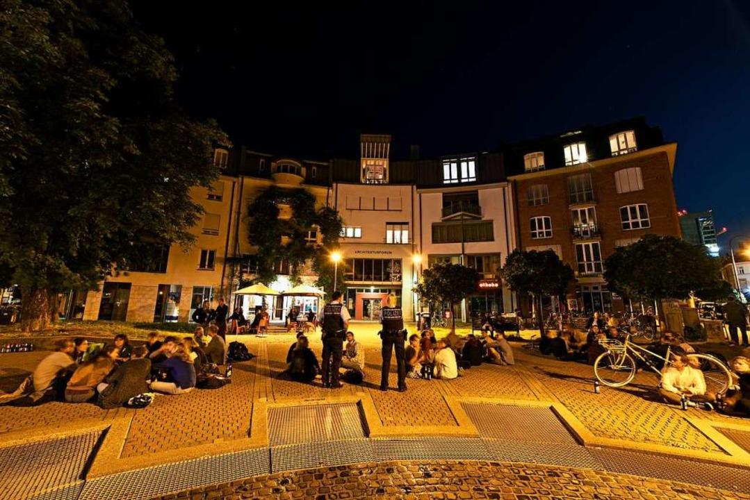 Auf dem  Lederleplatz im Stühlinger he...8220; abends und nachts reger Andrang.    Foto: Thomas Kunz