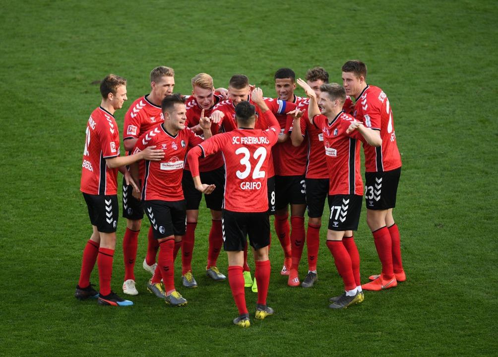 Seine Teamkollegen dürften sich freuen...or im Spiel gegen Augsburg im Februar.  | Foto: Patrick Seeger