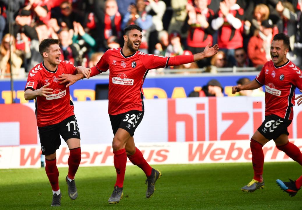 Grifo jubelt im Spiel gegen Wolfsburg. (Archivbild)  | Foto: Achim Keller